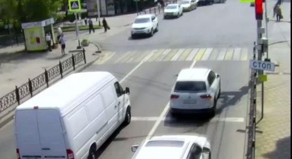 Загадочный перекрёсток. В Ставрополе водители не могут понять схему работы двух светофоров