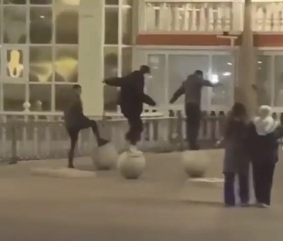 В Кисловодске вандалы повредили городское имущество на Курортном бульваре